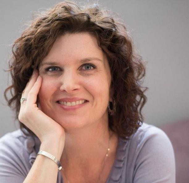 Headshot photo of Nicole Craine
